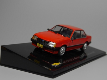 Oto Inn-ixo 1:43 Chevrolet Monza Serie I Sedan 1985 Diecast model araba